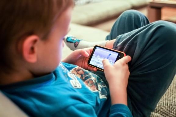 enfant-smartphone